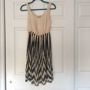 Forever 21 Cream and Black Chevron Dress